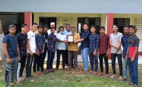 মাধ্যমিক  শিক্ষক সমিতির যুগ্ম মহাসচিব খালেদ আহমদকে এসএসসি-১৯ ব্যাচ'র সংবর্ধনা